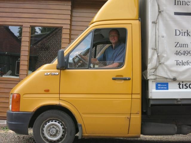 Das Firmenfahrzeug – seit September 1997 treuer Begleiter des Teams.
