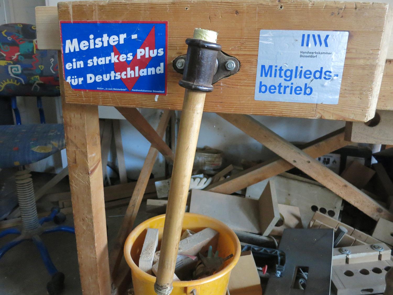 Dirk Moschürings Betrieb ist Mitglied der Handwerkskammer Düsseldorf. Die 1900 gegründete Kammer fungiert als Ansprechpartner für die Unternehmen, die sie betreut.